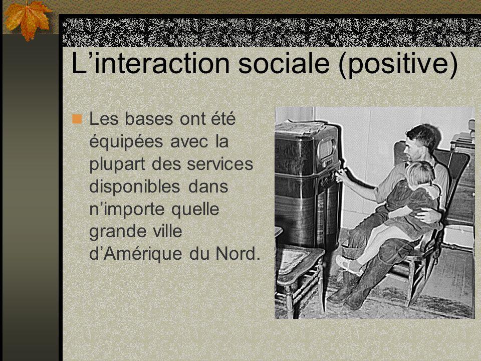 Linteraction sociale (positive) Les bases ont été équipées avec la plupart des services disponibles dans nimporte quelle grande ville dAmérique du Nor