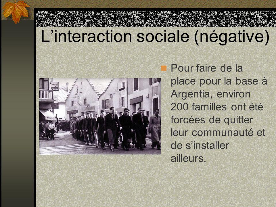 Linteraction sociale (négative) Pour faire de la place pour la base à Argentia, environ 200 familles ont été forcées de quitter leur communauté et de