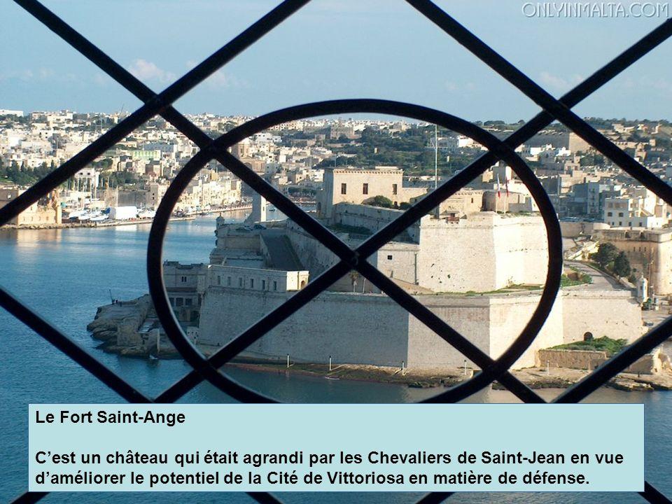 Le Fort Saint-Ange Cest un château qui était agrandi par les Chevaliers de Saint-Jean en vue daméliorer le potentiel de la Cité de Vittoriosa en matiè