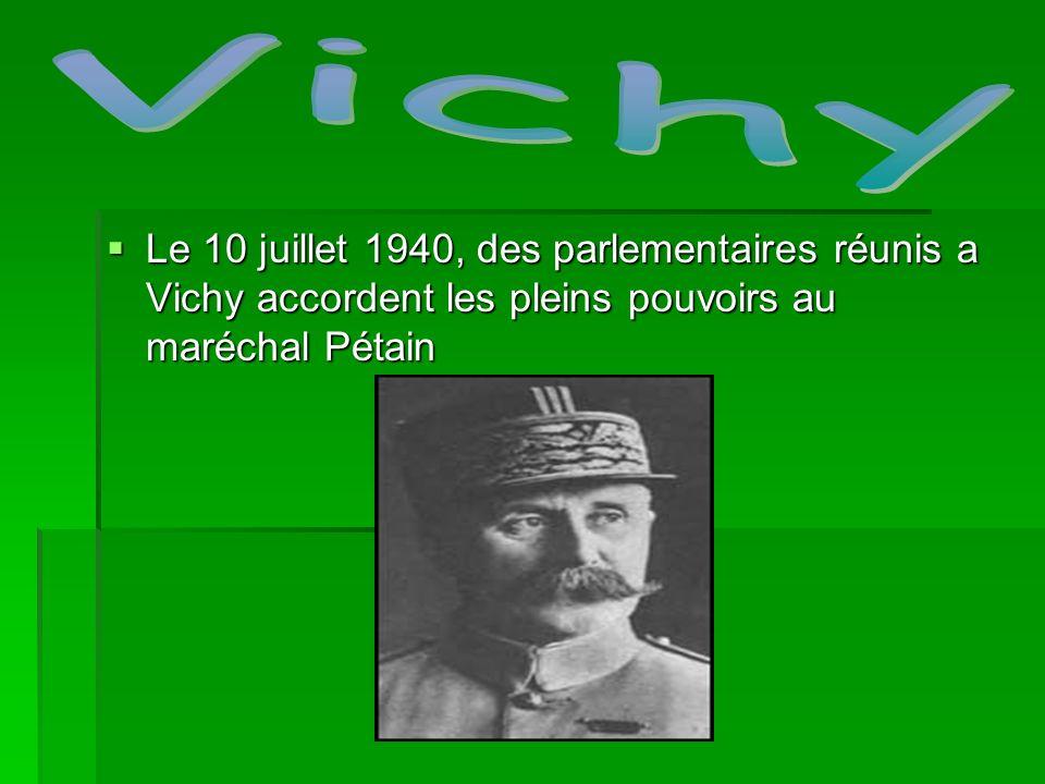Le 10 juillet 1940, des parlementaires réunis a Vichy accordent les pleins pouvoirs au maréchal Pétain Le 10 juillet 1940, des parlementaires réunis a