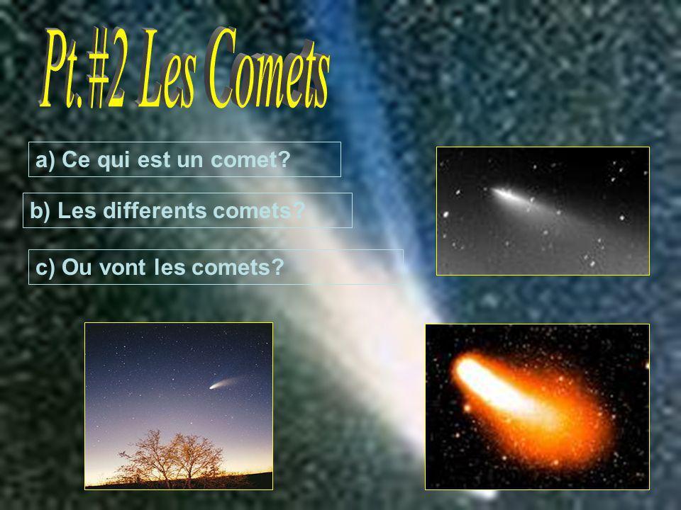 Une comète est une pierre qui tourne en orbite autour du soleil et au fois que cest trop chaud il est lancer de sont orbite avec une queue de la flamme derrière pendant qelle brûle.