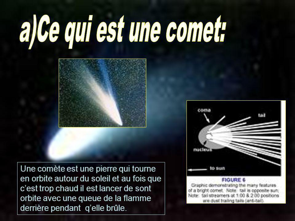 Une comète est une pierre qui tourne en orbite autour du soleil et au fois que cest trop chaud il est lancer de sont orbite avec une queue de la flamm