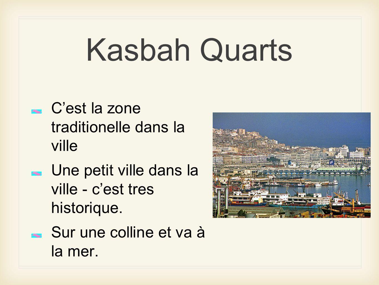 Kasbah Quarts Cest la zone traditionelle dans la ville Une petit ville dans la ville - cest tres historique. Sur une colline et va à la mer.
