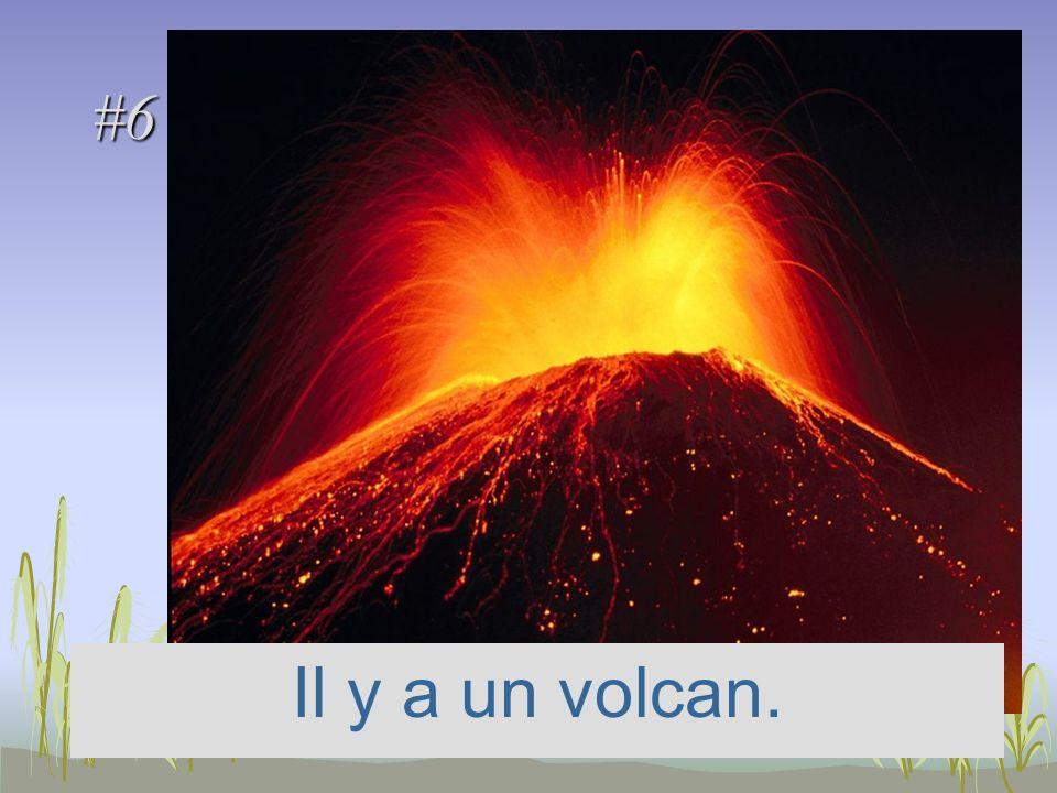 #6 Il y a un volcan.