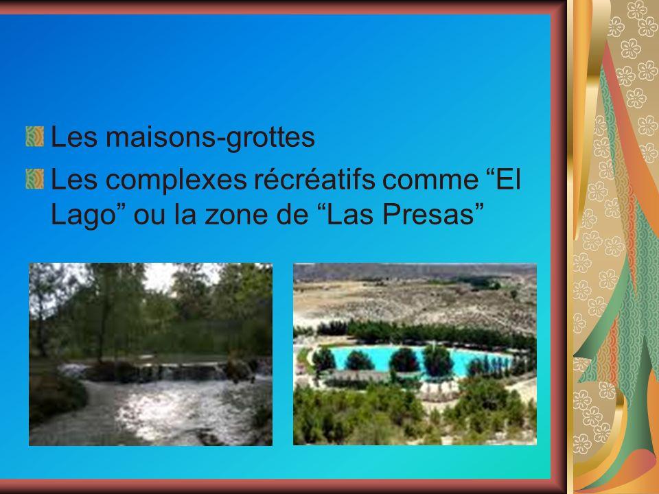 Les maisons-grottes Les complexes récréatifs comme El Lago ou la zone de Las Presas