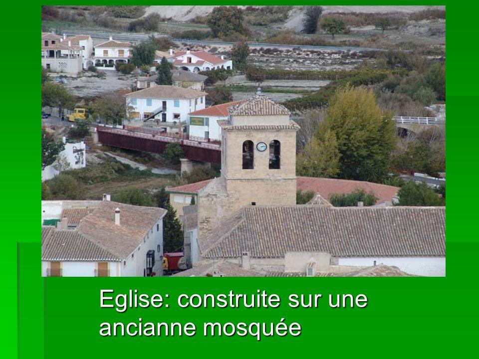 Eglise: construite sur une ancianne mosquée