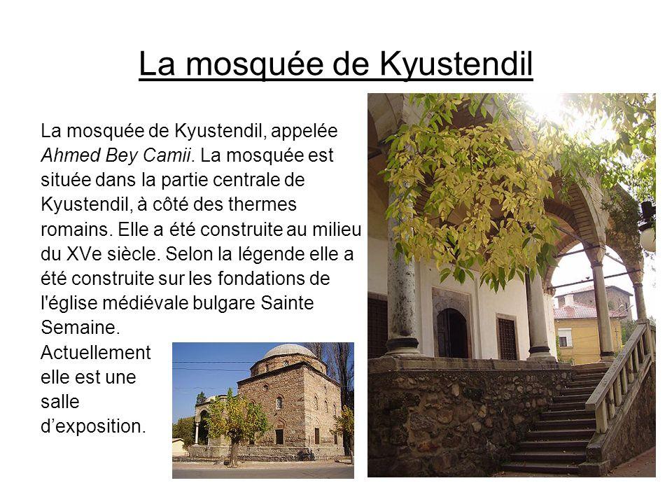 La mosquée de Kyustendil La mosquée de Kyustendil, appelée Ahmed Bey Camii. La mosquée est située dans la partie centrale de Kyustendil, à côté des th