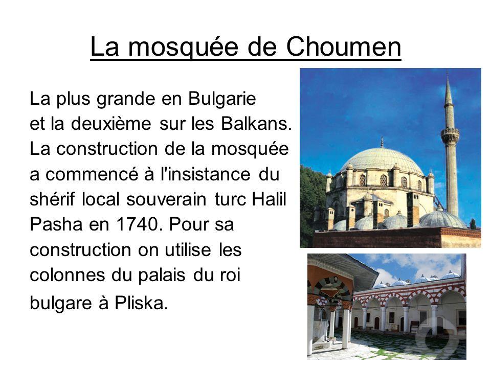 La mosquée de Choumen La plus grande en Bulgarie et la deuxième sur les Balkans. La construction de la mosquée a commencé à l'insistance du shérif loc