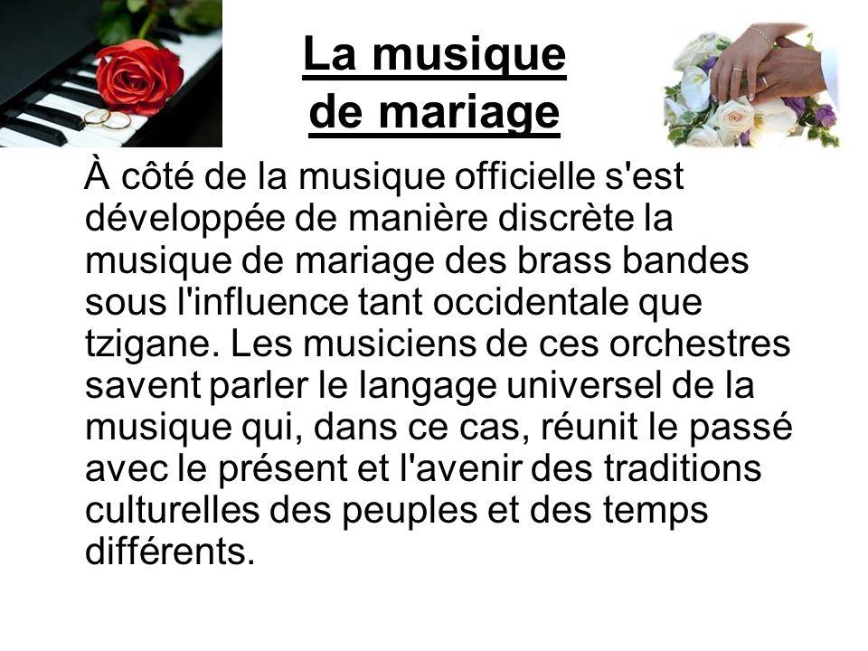 La musique de mariage À côté de la musique officielle s'est développée de manière discrète la musique de mariage des brass bandes sous l'influence tan