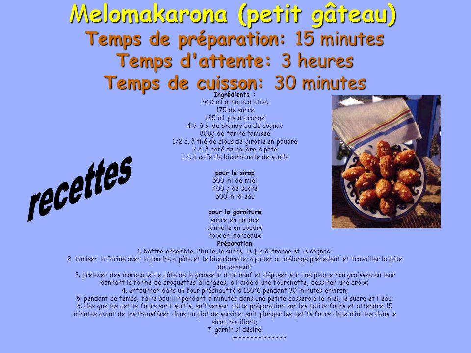 Melomakarona (petit gâteau) Temps de préparation: 15 minutes Temps d'attente: 3 heures Temps de cuisson: 30 minutes Ingrédients : 500 ml d'huile d'oli