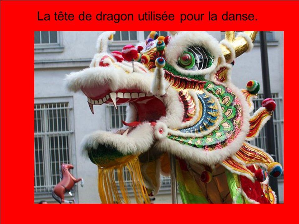 La tête de dragon utilisée pour la danse.