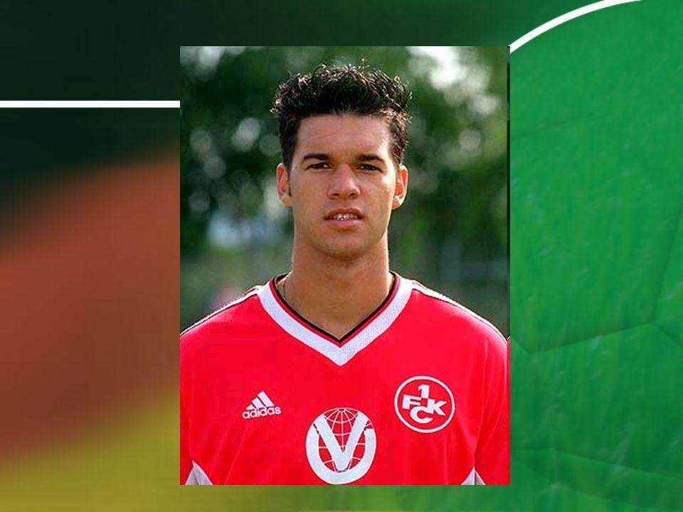 Bayer Leverkusen (1999 – 2002) il évolue au milieu terrain en 2002 il perd le finale de la ligue de champions meilleur joueur allemand par un jury du magazine kicker