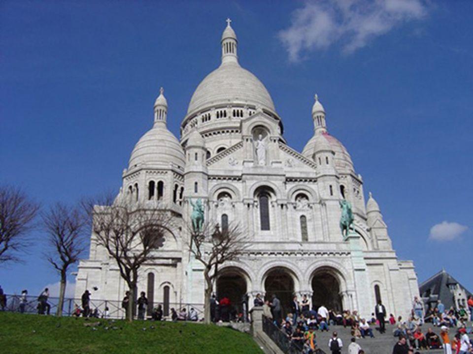 Place Vendôme est un carré dans le 1er arrondissement de Paris situé au nord du jardin des Tuileries et à l est de l église de la Madeleine.