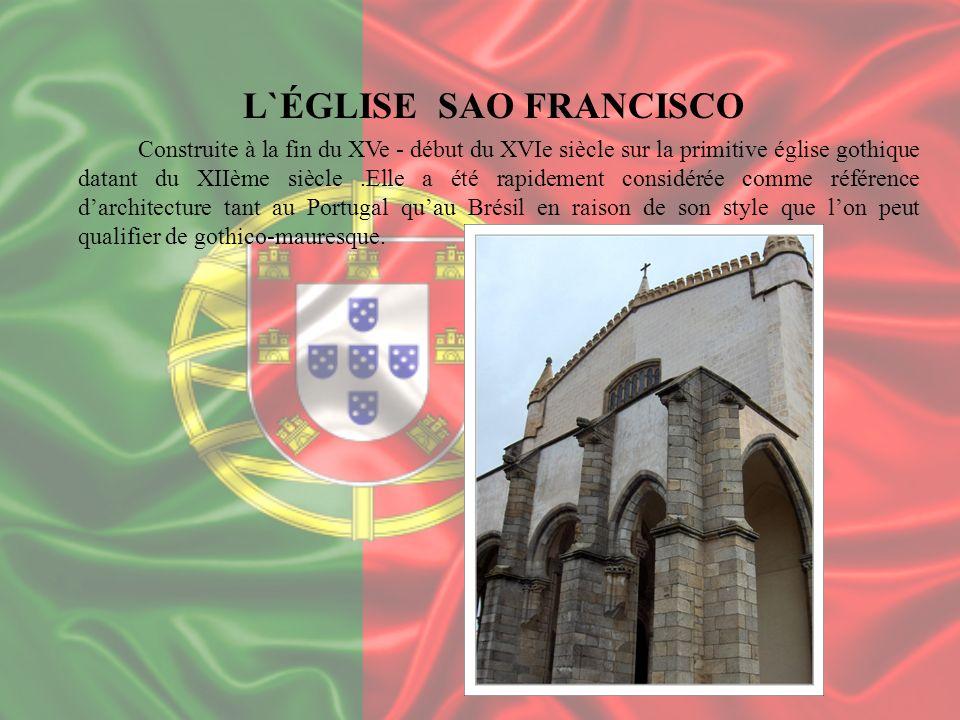 L`ÉGLISE SAO FRANCISCO Construite à la fin du XVe - début du XVIe siècle sur la primitive église gothique datant du XIIème siècle.Elle a été rapidemen