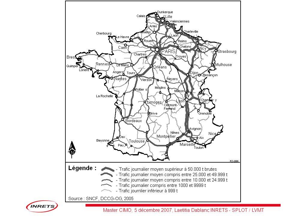 –le fer français a connu une dégradation lente, depuis 31% de tkm en 1980 jusquà 15% en 2006 –La SNCF a transporté 108 Mt en 2006, dont 87% pour le fret conventionnel et 13% pour le transport combiné –Ceci correspond à 41 milliards de tonnes-km (ou Gtkm) –Plus de 40 % de ce trafic concerne linternational, dont 15 % est passé par un port –Déficit courant de 260 Mds en 2006, 300 prévus en 2007 pour Fret SNCF (Railion : +250 Mds) –Pour 2007, trafic sensiblement identique, léger redressement des tkm enregistré au premier semestre en partie annulé sous leffet des grèves