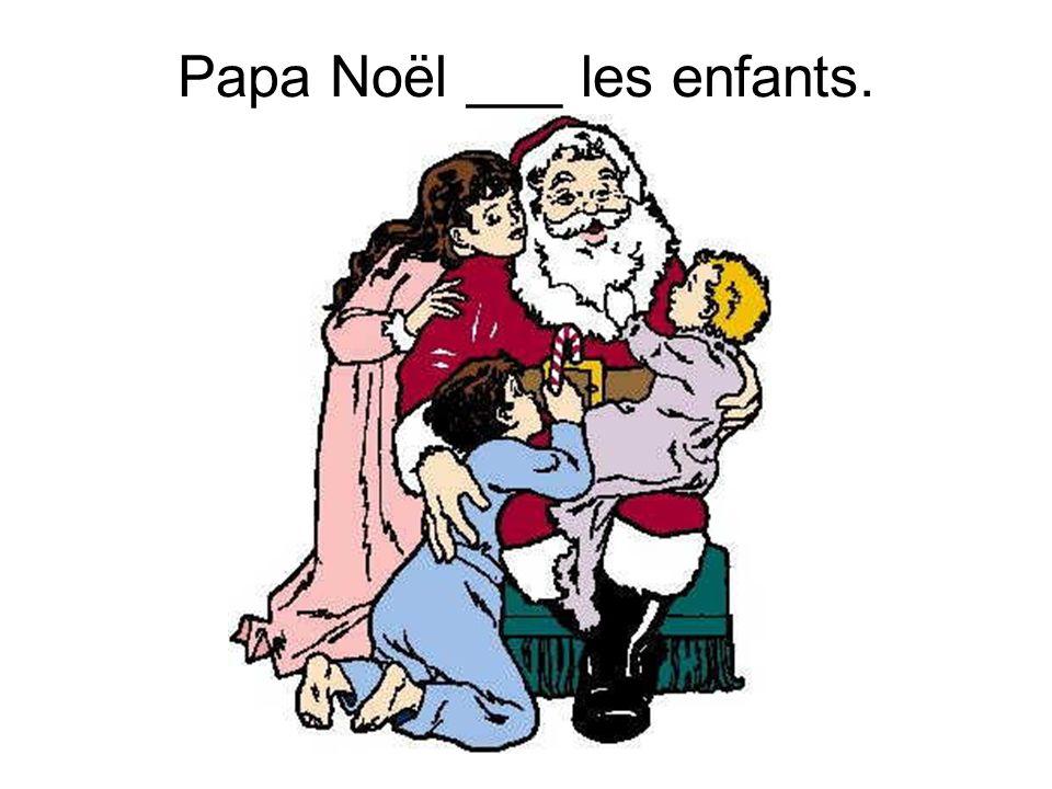 Papa Noël ___ les enfants.