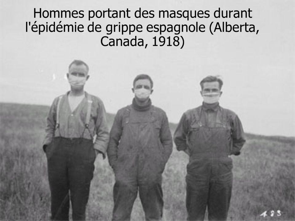 Hommes portant des masques durant l'épidémie de grippe espagnole (Alberta, Canada, 1918)