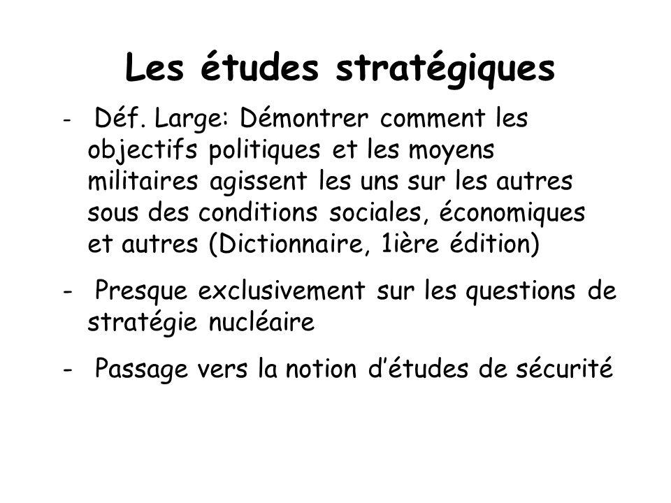 Les études stratégiques - Déf. Large: Démontrer comment les objectifs politiques et les moyens militaires agissent les uns sur les autres sous des con