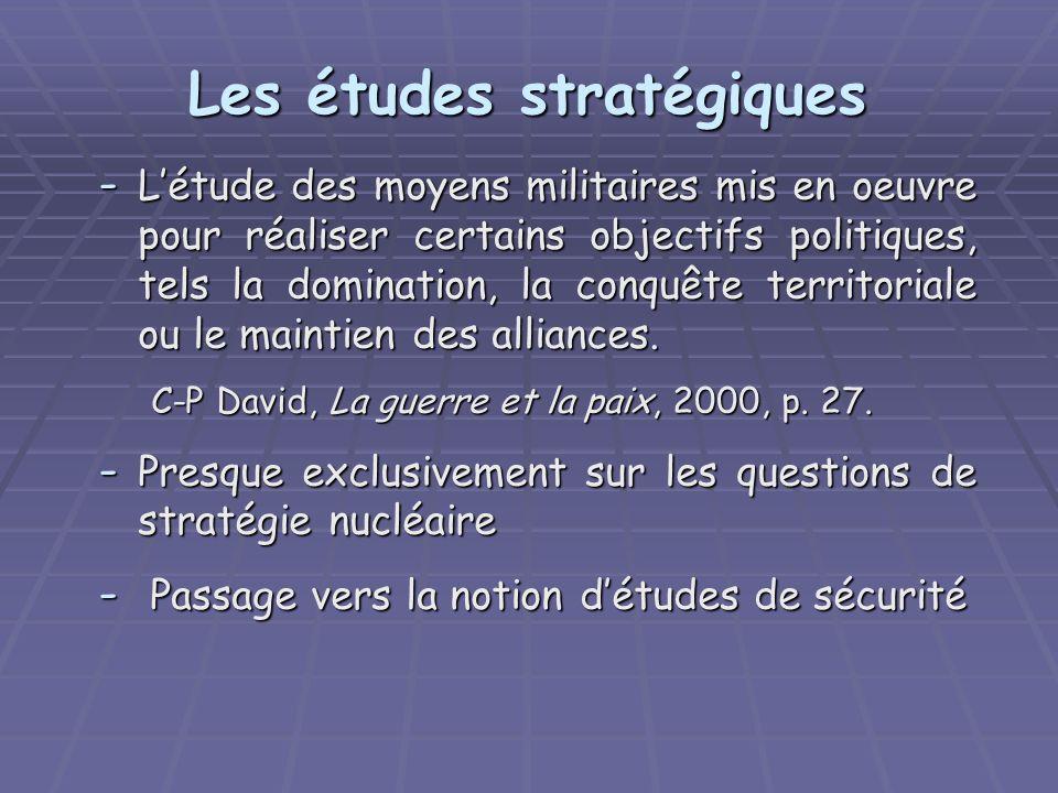 Les études stratégiques - Létude des moyens militaires mis en oeuvre pour réaliser certains objectifs politiques, tels la domination, la conquête territoriale ou le maintien des alliances.