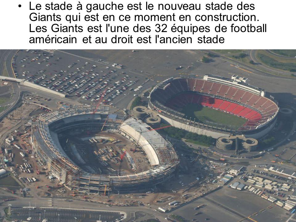 Le stade à gauche est le nouveau stade des Giants qui est en ce moment en construction. Les Giants est l'une des 32 équipes de football américain et a