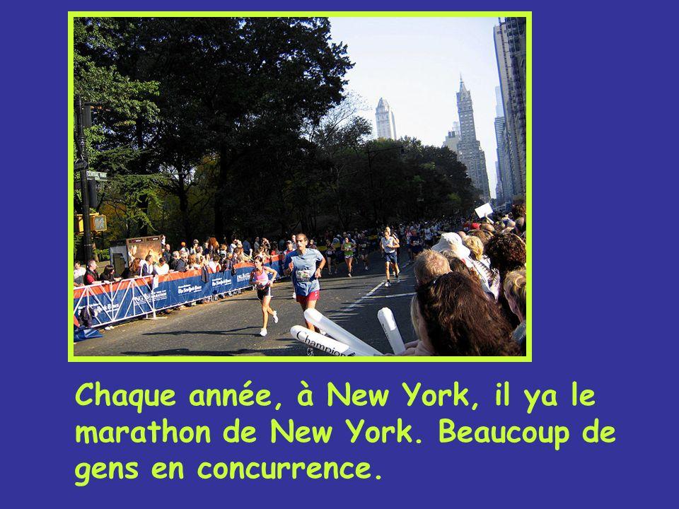Chaque année, à New York, il ya le marathon de New York. Beaucoup de gens en concurrence.