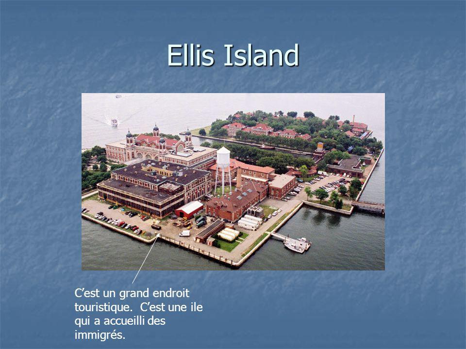 Ellis Island Cest un grand endroit touristique. Cest une ile qui a accueilli des immigrés.
