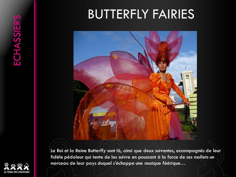 BUTTERFLY FAIRIES Le Roi et la Reine Butterfly sont là, ainsi que deux suivantes, accompagnés de leur fidèle pédaleur qui tente de les suivre en poussant à la force de ses mollets un morceau de leur pays duquel s échappe une musique féérique…