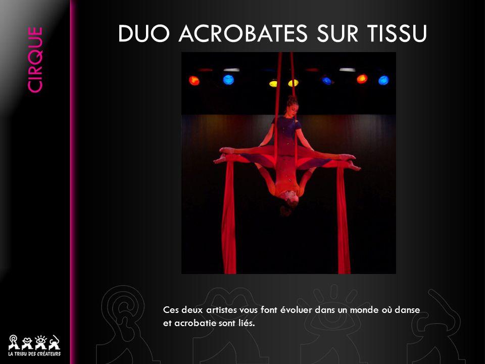 DUO ACROBATES SUR TISSU Ces deux artistes vous font évoluer dans un monde où danse et acrobatie sont liés.