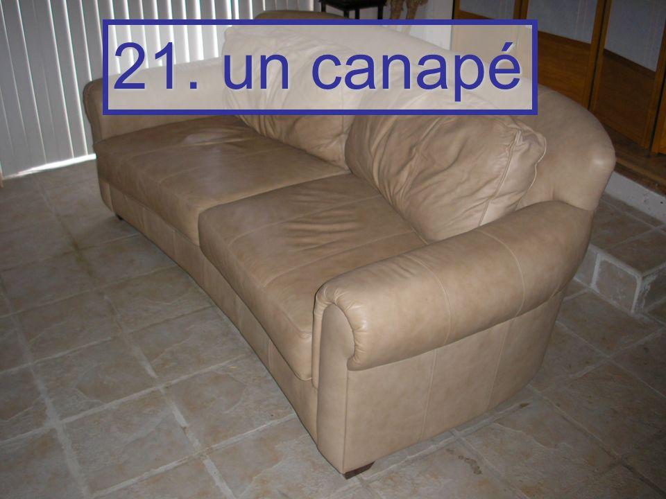21. un canapé