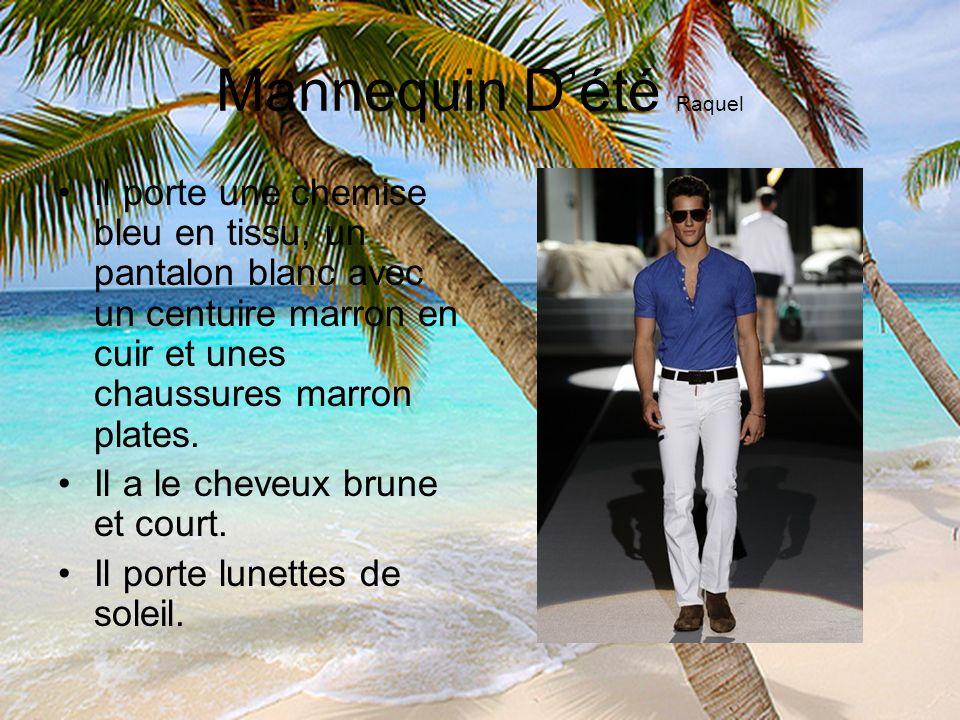 Mannequin Dété Raquel Il porte une chemise bleu en tissu, un pantalon blanc avec un centuire marron en cuir et unes chaussures marron plates. Il a le