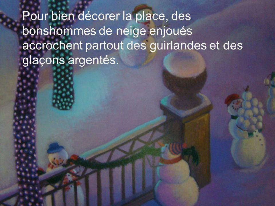 Pour bien décorer la place, des bonshommes de neige enjoués accrochent partout des guirlandes et des glaçons argentés.