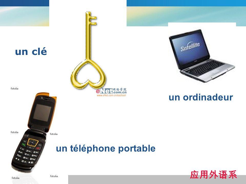 un clé un ordinadeur un téléphone portable