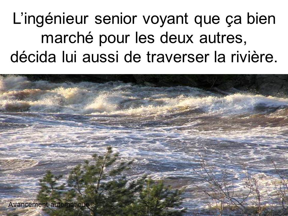 Il a traversé la rivière en chaloupe, mais il a failli chavirer deux fois. Avancement automatique