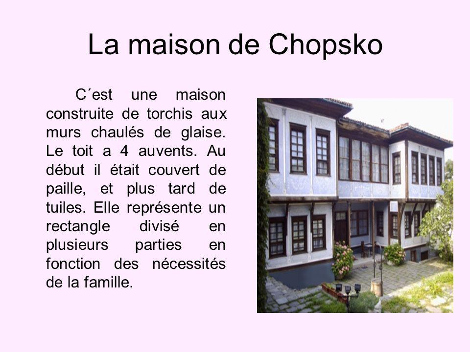La maison de Chopsko C´est une maison construite de torchis aux murs chaulés de glaise.