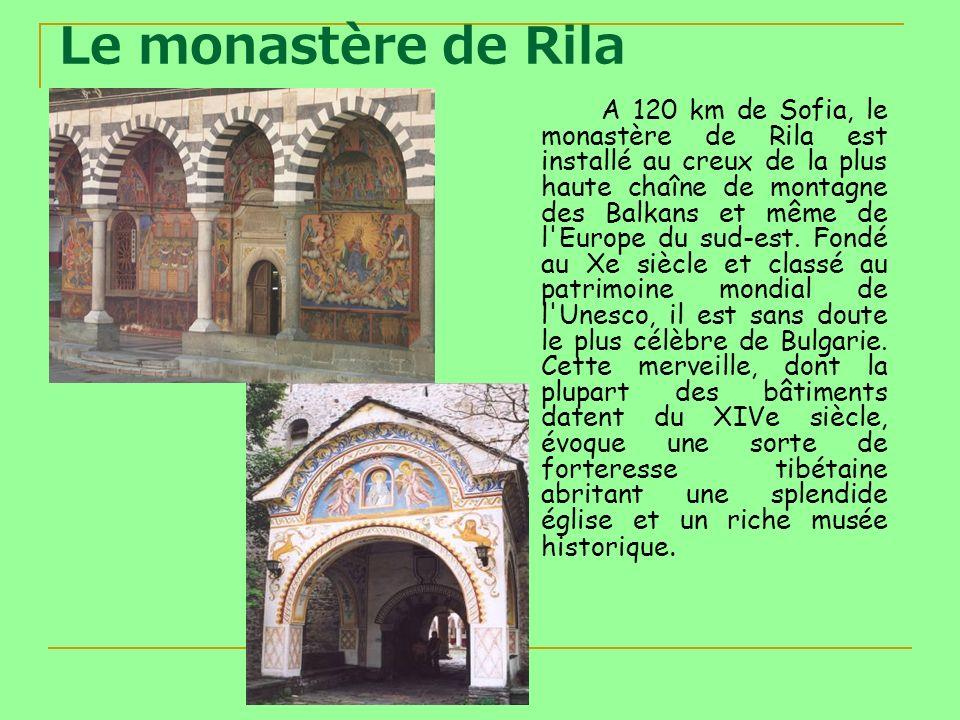 Le monastère de Rila A 120 km de Sofia, le monastère de Rila est installé au creux de la plus haute chaîne de montagne des Balkans et même de l'Europe