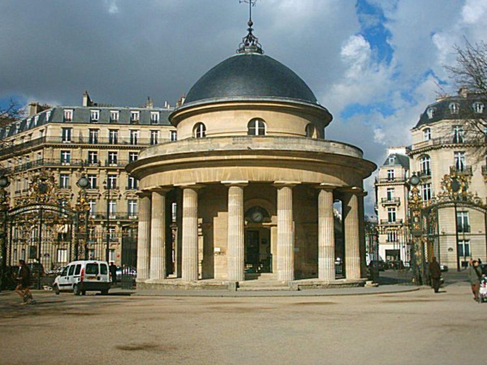 Ce site est desservi par la station de métro: Monceau. Ancienne propriété du duc de Chartres, qui fait dessiner par Carmontelle, un « pays d'illusions
