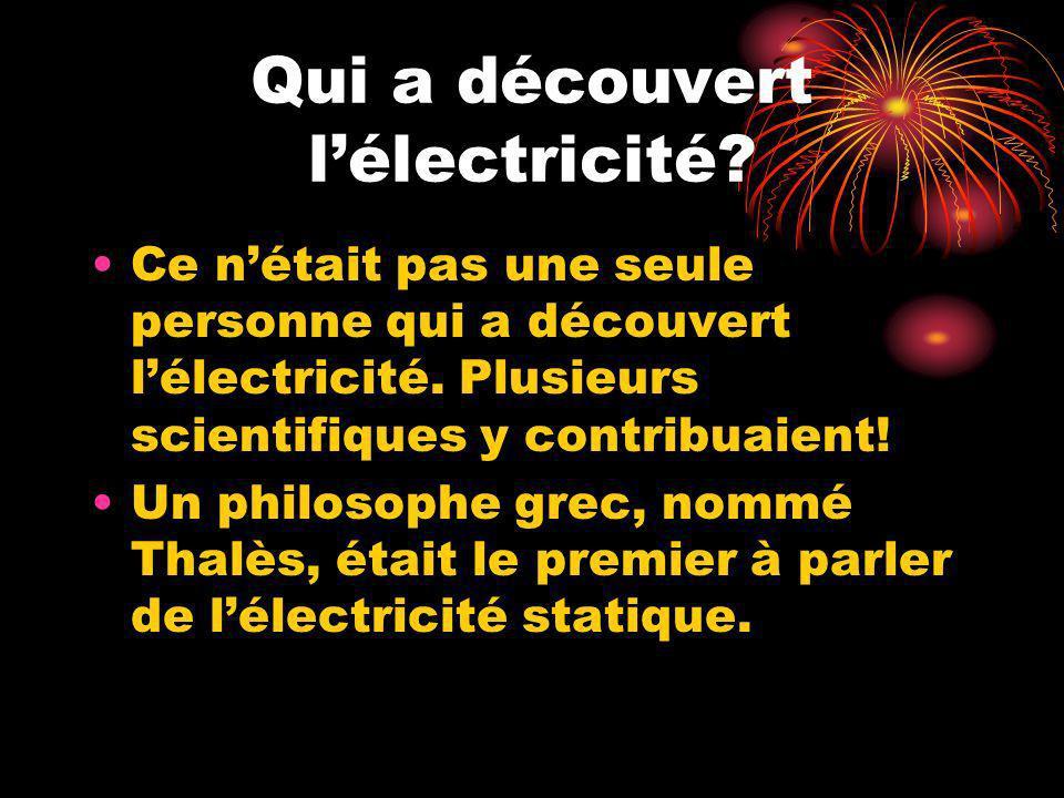 Qui a découvert lélectricité? Ce nétait pas une seule personne qui a découvert lélectricité. Plusieurs scientifiques y contribuaient! Un philosophe gr