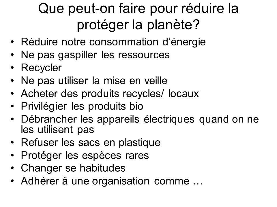 [Je ne crois pas que lindividu peut faire grandchose…] Au contraire, je suis persuadé qu -En recyclant autant que possible -En achetant les produits recyclés -En refusant les sacs en plastique -En économisant lénergie -En baissant le chauffage central -En prenant une douche au lieu dun bain On peut contribuer à la réduction du niveau de pollution