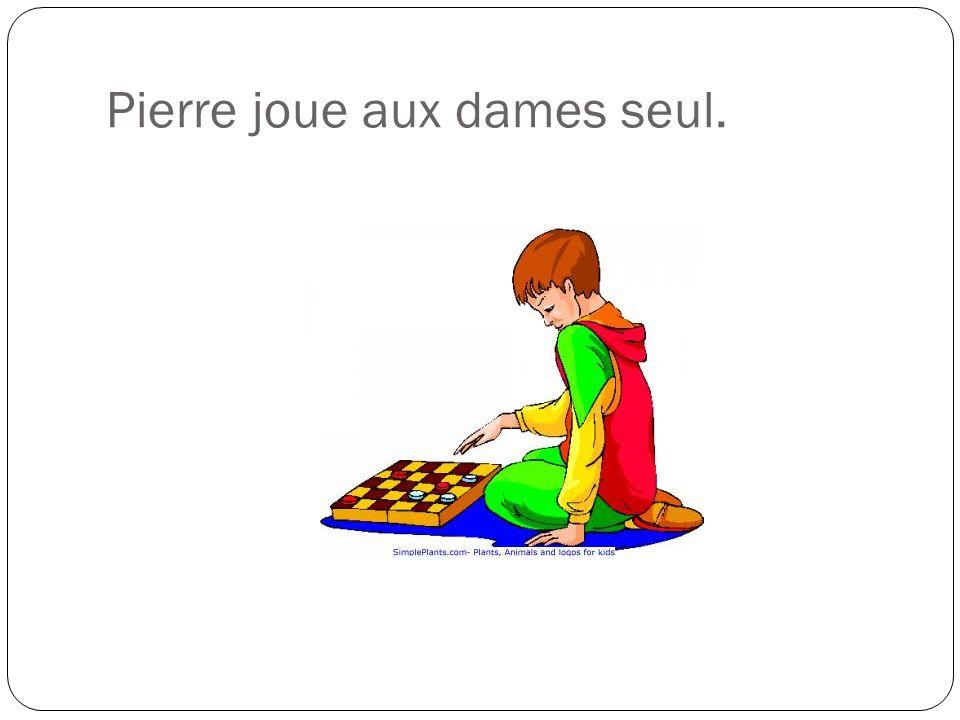 Pierre joue aux dames seul.
