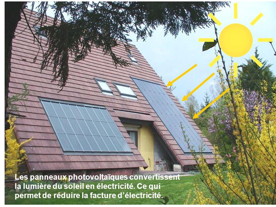 Les panneaux photovoltaïques convertissent la lumière du soleil en électricité. Ce qui permet de réduire la facture délectricité.