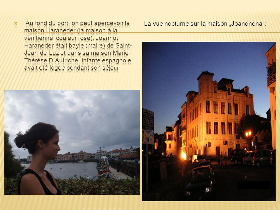 La vue nocturne sur la maison Joanonena :