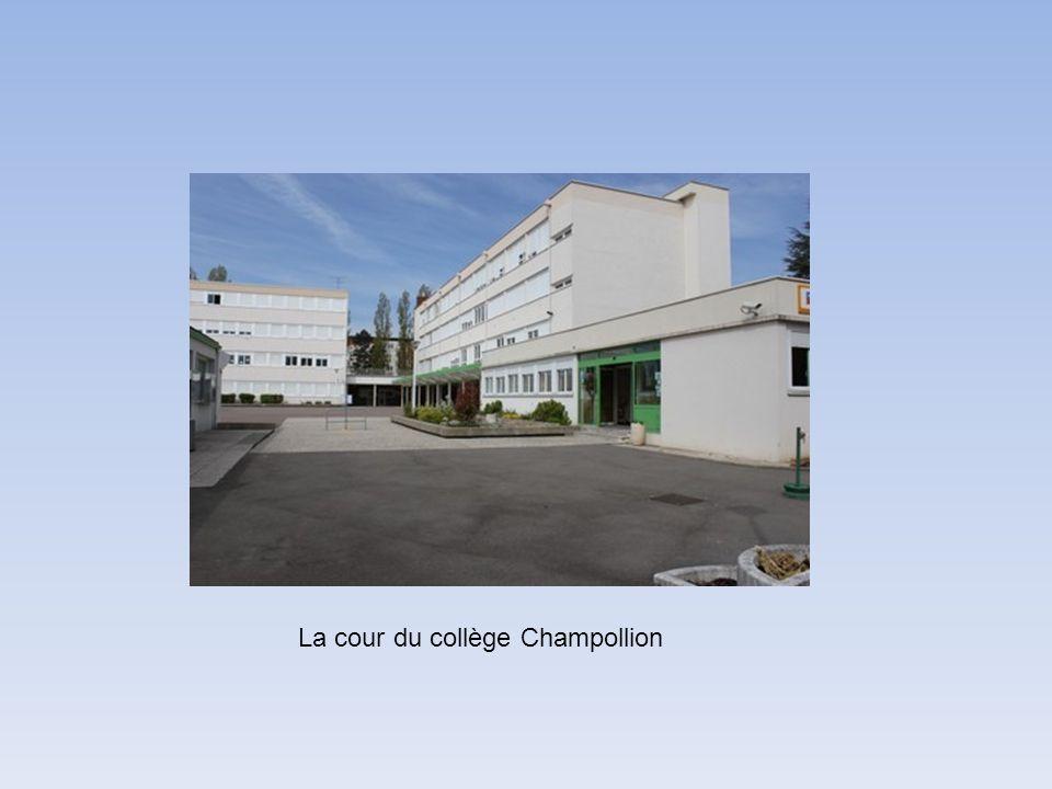 La cour du collège Champollion