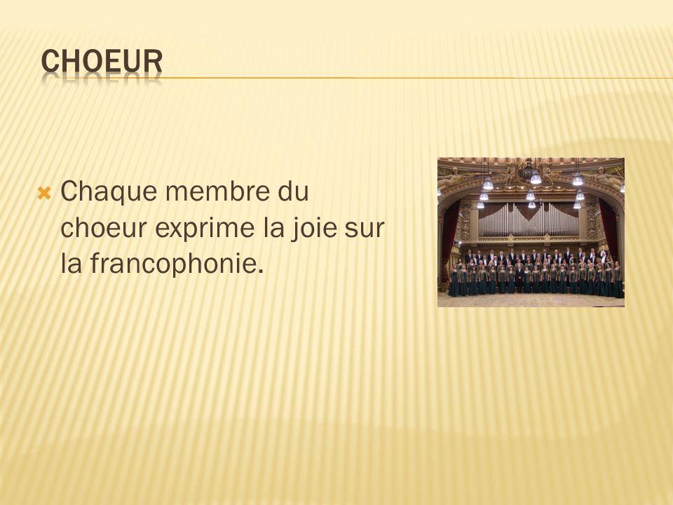 Chaque membre du choeur exprime la joie sur la francophonie.
