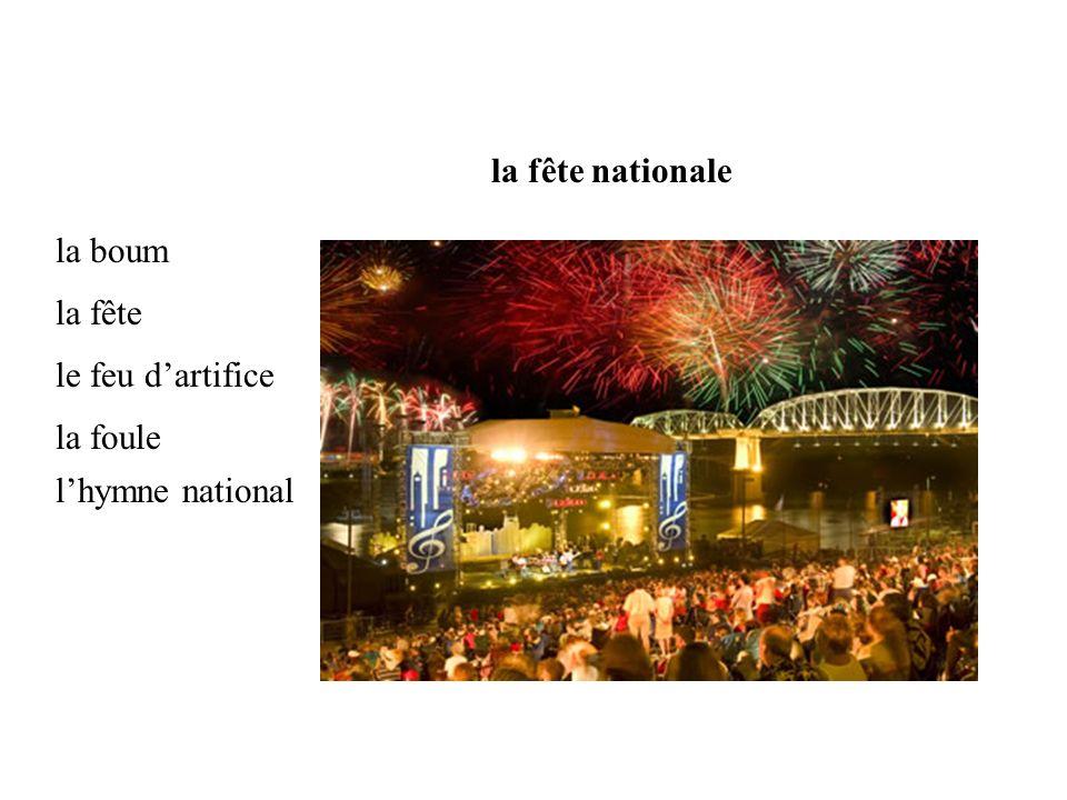 la boum la fête nationale la fête le feu dartifice la foule lhymne national