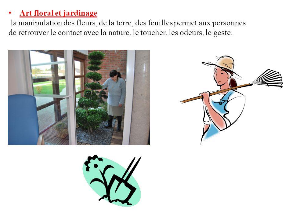 Art floral et jardinage la manipulation des fleurs, de la terre, des feuilles permet aux personnes de retrouver le contact avec la nature, le toucher,