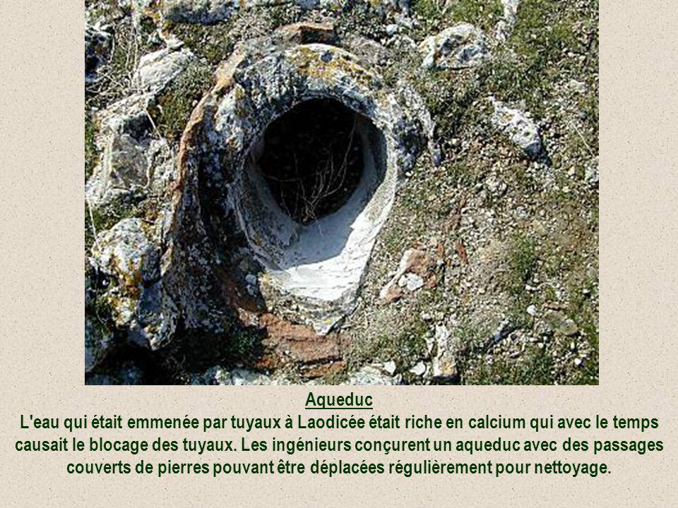 Aqueduc L'eau qui était emmenée par tuyaux à Laodicée était riche en calcium qui avec le temps causait le blocage des tuyaux. Les ingénieurs conçurent