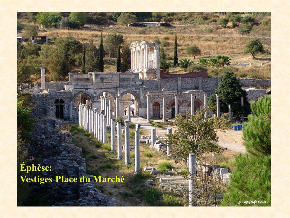 Éphèse: Vestiges Place du Marché