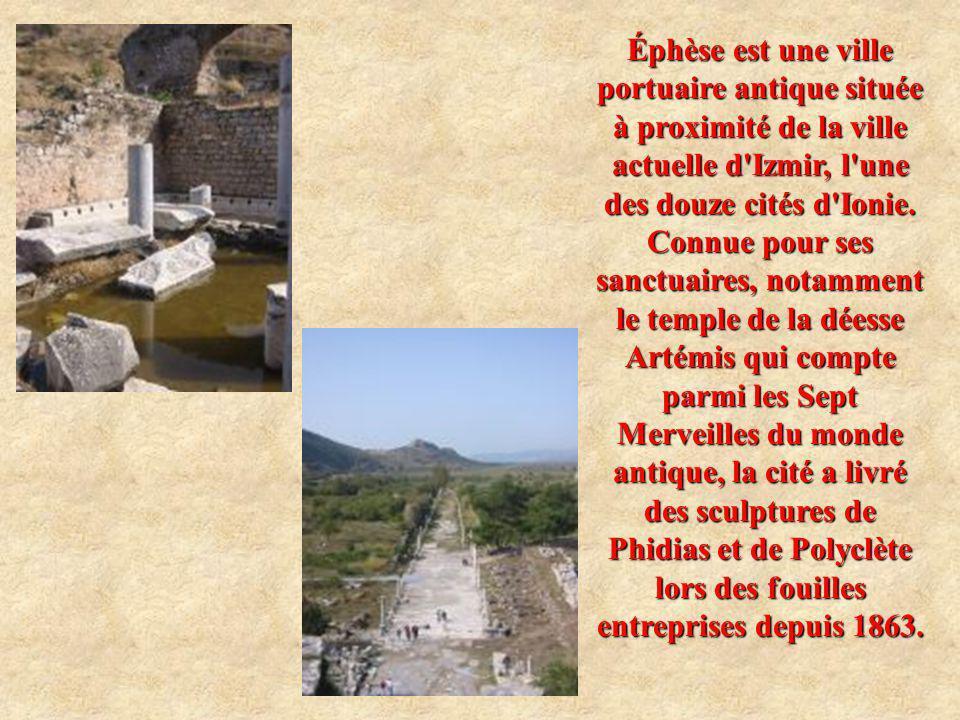 Éphèse est une ville portuaire antique située à proximité de la ville actuelle d'Izmir, l'une des douze cités d'Ionie. Connue pour ses sanctuaires, no