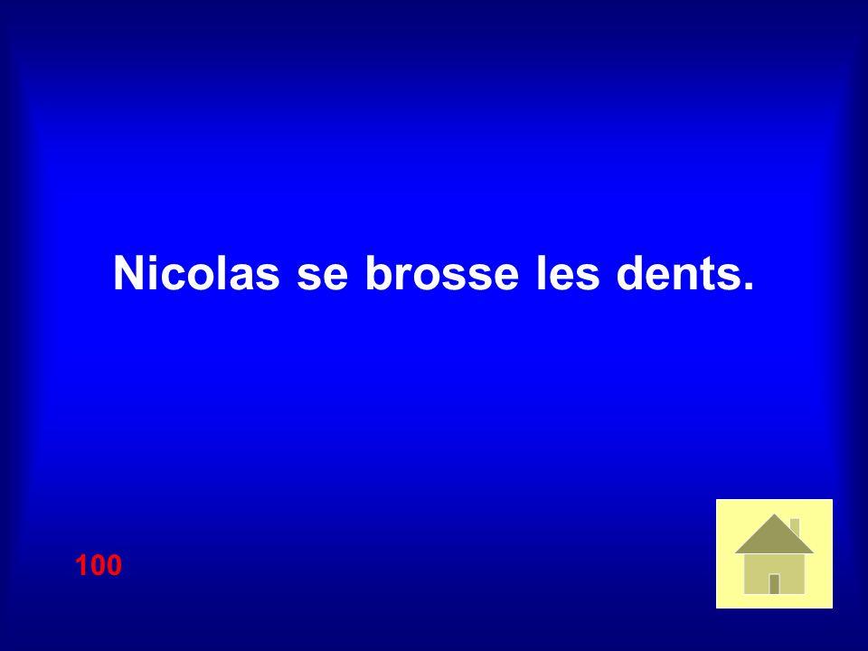 Nicolas se brosse les dents. 100