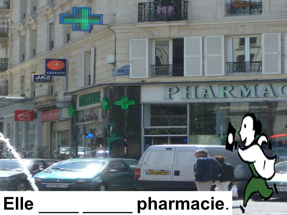 Elle ____ _____ pharmacie.